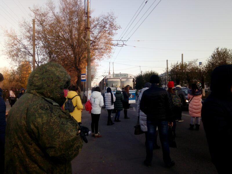 Жители Дзержинского района массово опоздали на работу из-за аварии