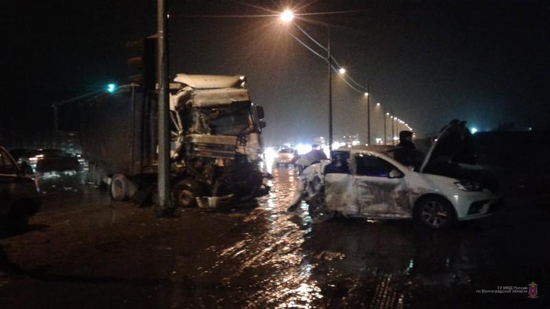В страшном ДТП в Тракторозаводском районе пострадали два человека