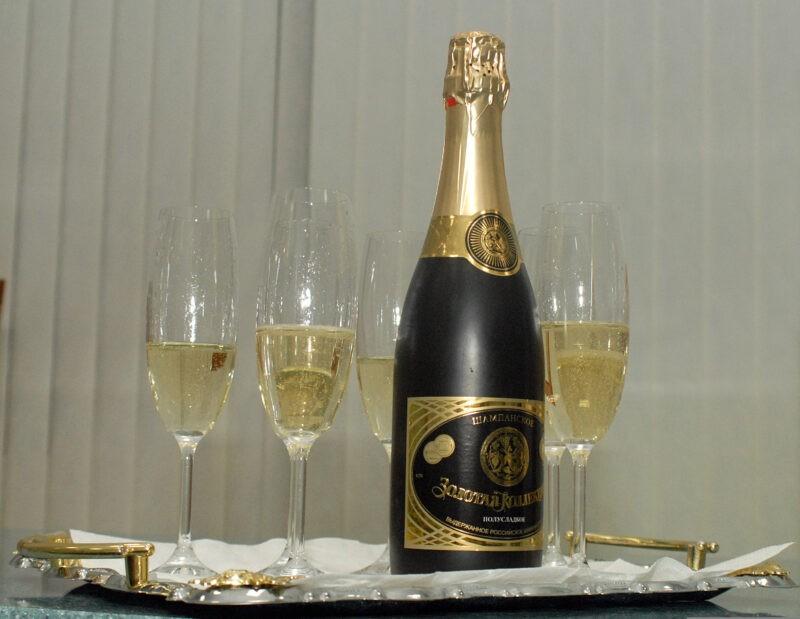 Волгоградцы не пьют на Новый год шампанское?