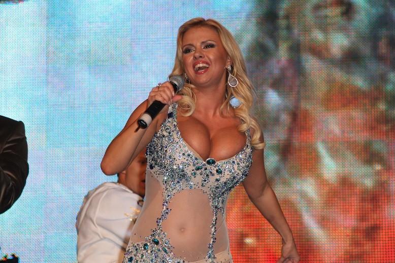 Анна Семенович уменьшила свою гигантскую грудь