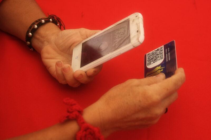 С 1 января переводы с карты на карту по телефону станут платными