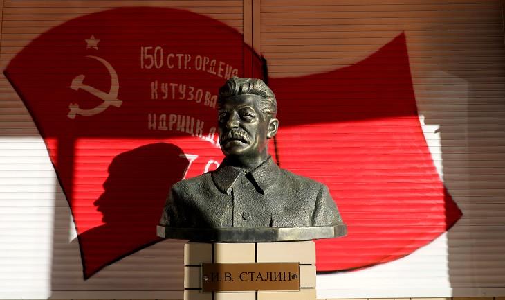 Установленному в Волгограде бюсту Сталина пришлось делать новое ухо
