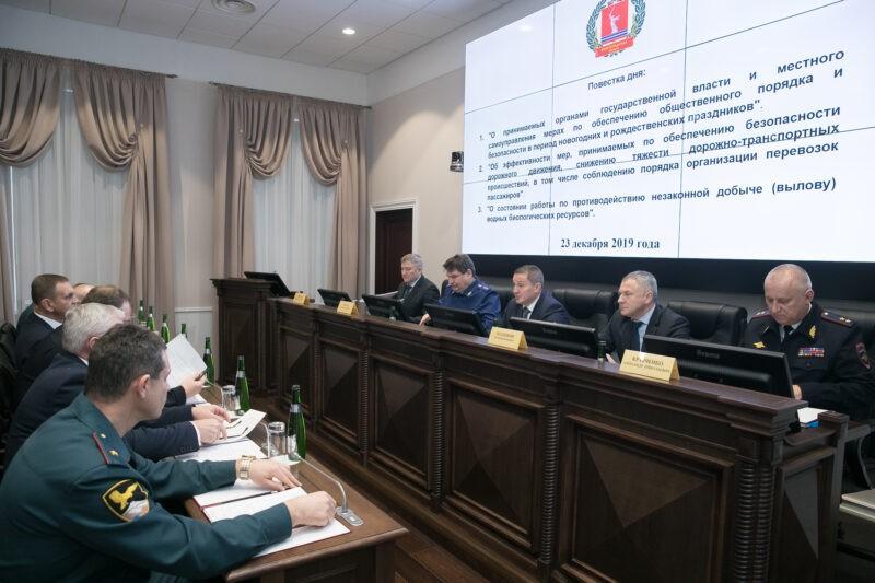 «Показатели аварийности и тяжести последствий пошли в рост»: Бочаров собрал совещание перед праздниками