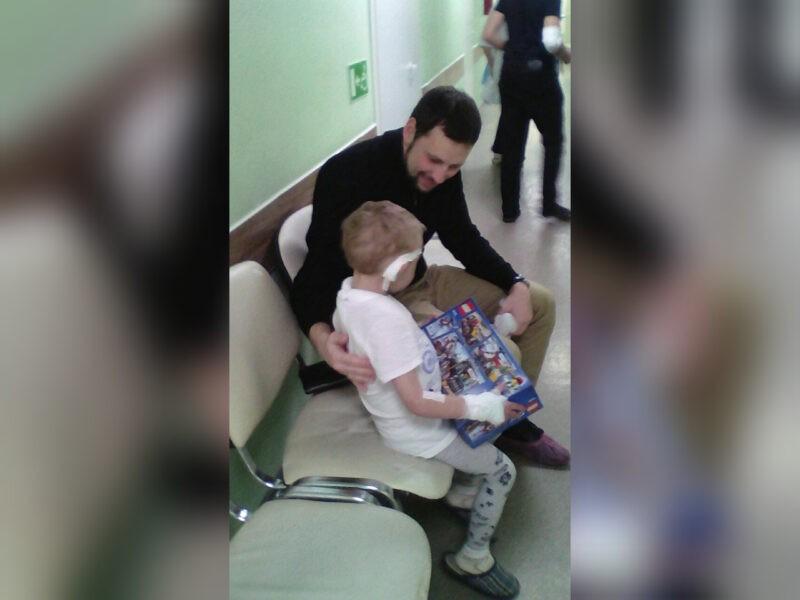 Волгоградцы собирают помощь малышу, которого мучали мама и отчим