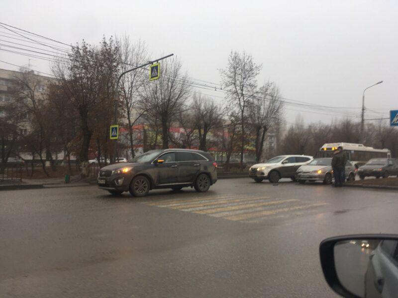"""""""Не рассчитали скорость движения"""": утро в Кировском районе началось с массовой аварии"""