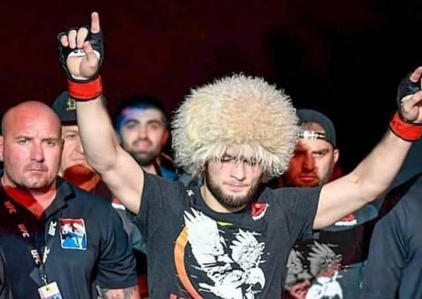 31-летний Хабиб Нурмагомедов совершил паломничество в Мекку