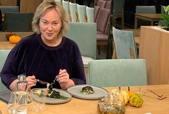 «Я уже не буду этой свининой-монадой»: 60-летняя Лариса Гузеева рассказала о своих запоях и переедании
