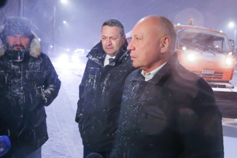 «Переживать не за что»: Виталий Лихачев отчитался о чистке дорог от снега