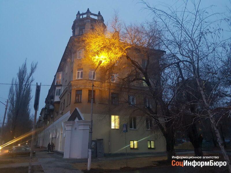 В Волгограде установили дорожное освещение фонарем вверх