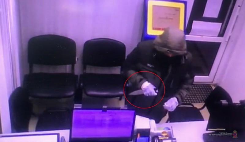 В Волгограде разбойное нападение на офис микрозаймов попало на видео
