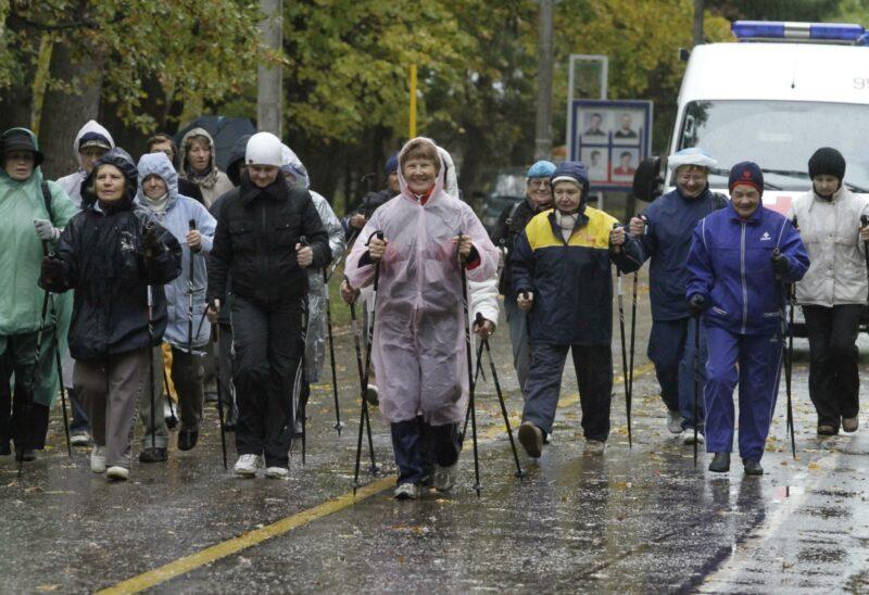 Волжские депутаты закупают бумажники, настенные часы и палки для скандинавской ходьбы