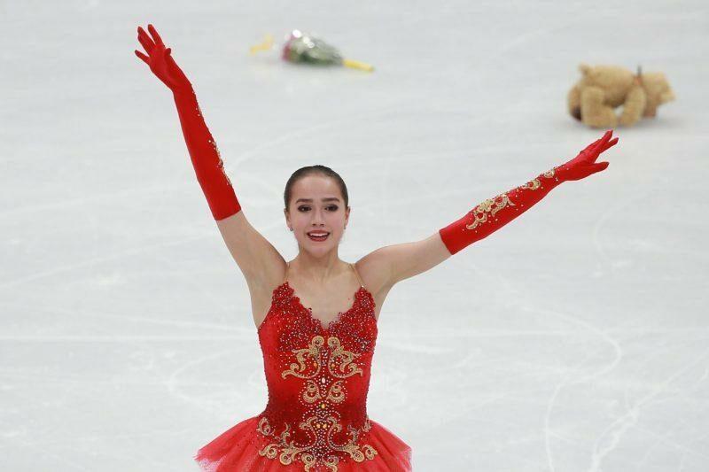 «Волочкова со своим шпагатом отдыхает!»: 17-летняя Алина Загитова показала феноменальную растяжку