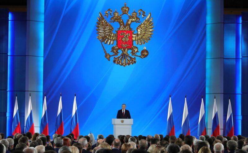 Владимир Путин добавил классным руководителям 5 тысяч к зарплате