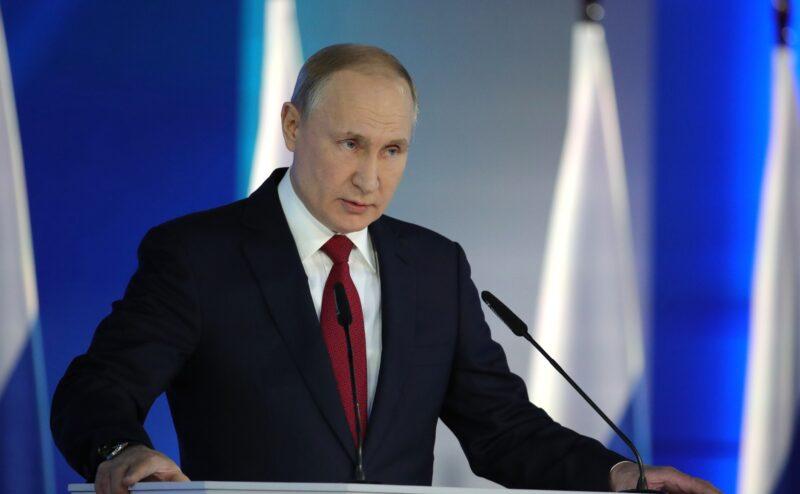 Маткапитал за первого ребенка задним числом: Путин продолжил удивлять