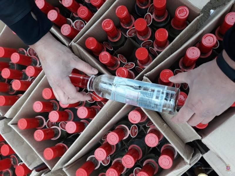 6 тысяч бутылок поддельного алкоголя: под Волгоградом задержали фуру с Кавказа