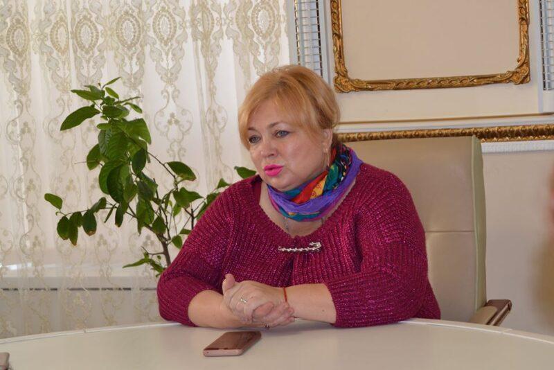 «Молодец, одна пошла, а следующие?»: в Сети обсуждают увольнение оскандалившейся Маи Хужиной