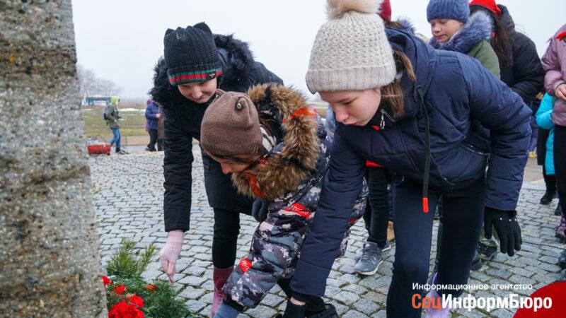 В Россошках прошел митинг в память о погибших в Сталинградской битве