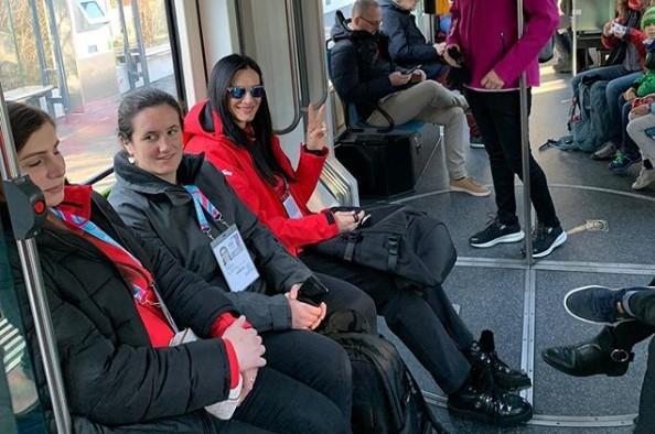 «Вот дома бы так катались на метро и маршрутке»: в Сети обсуждают поездку Елены Исинбаевой на швейцарском метро