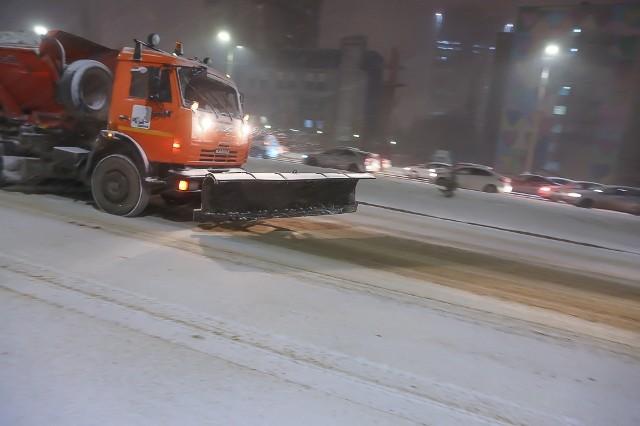 «Техника работает с 3 утра». Как в Волгоградской области чистят снег?
