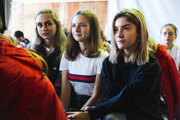 Школьники Волгограда борются за участие в столичном Параде Победы