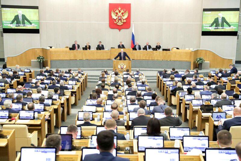 Госдума единогласно приняла в первом чтении предложенные Президентом изменения в Конституцию