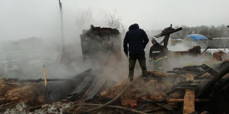 Под Волгоградом дотла сгорел дом: в огне погибли мужчины