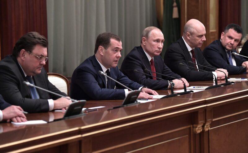 «Ничто не предвещало». Правительство РФ ушло в отставку