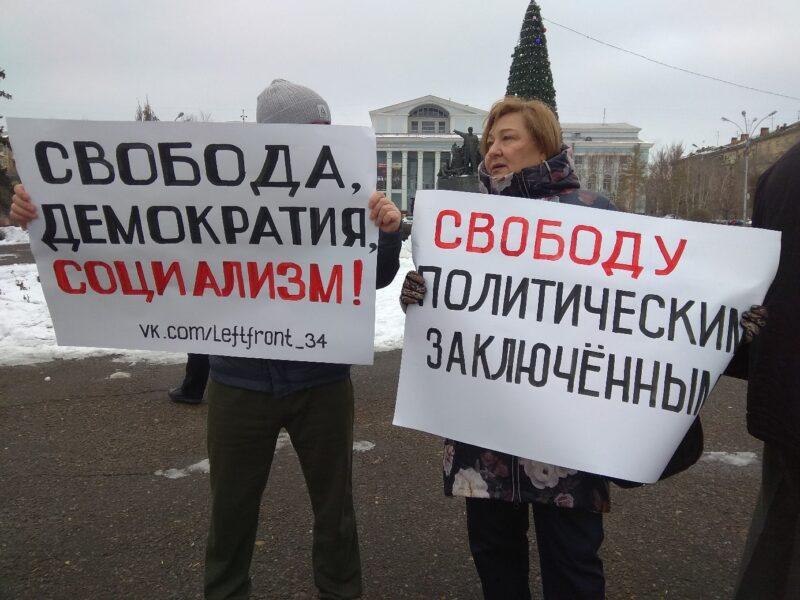 «Посадили за брошенный стаканчик»: волгоградцы пикетируют в поддержку политзаключенных