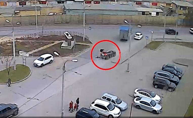 «Выпал из авто»: Водитель потерял на дороге ребенка