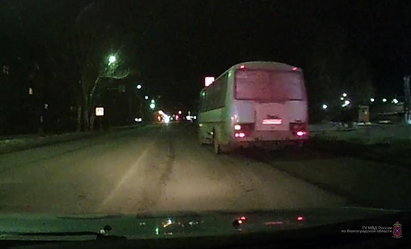 Волжанин отправился на поиски проруби для купания на угнанном автобусе