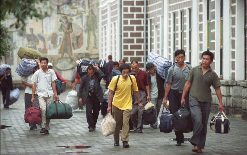 Из-за коронавируса трудовым мигрантам продлевают сроки нахождения в Волгограде и области
