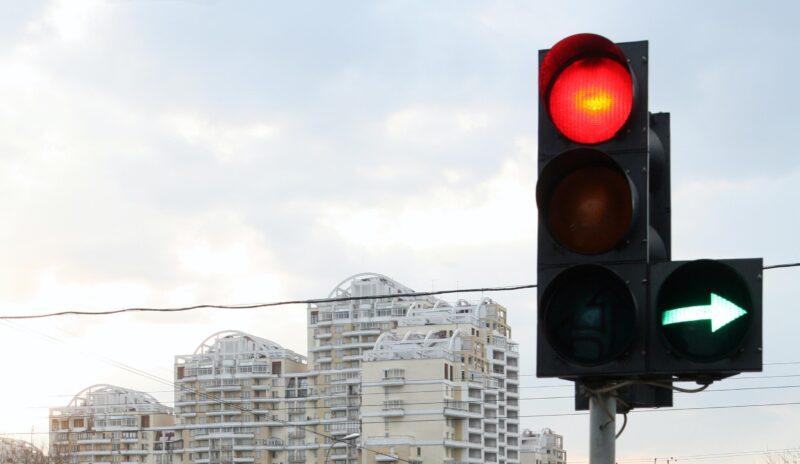 Проехал на красный и покалечил ребенка: в ДТП в Волгограде пострадала девочка