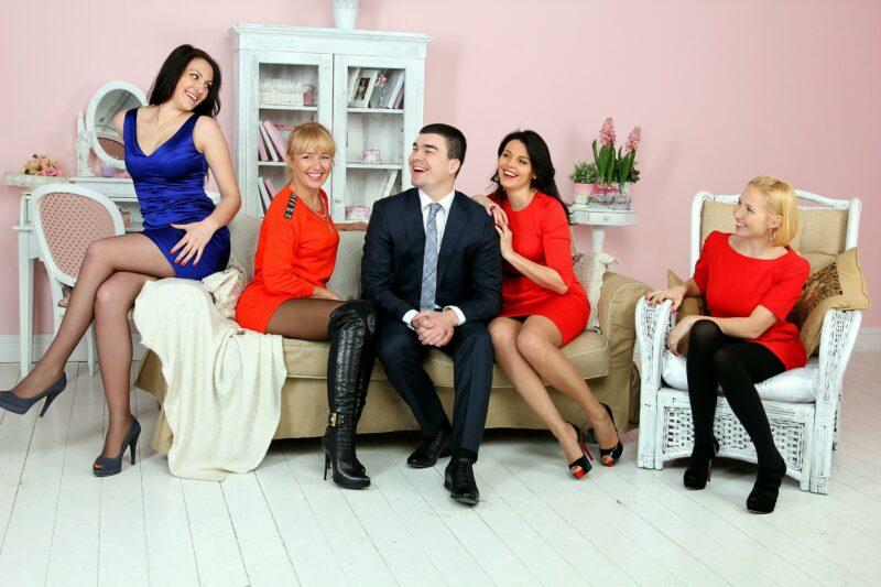 На вес золота: в Волгограде мужчин на 16% меньше женщин
