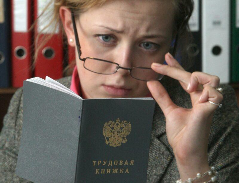 Волгоградские работодатели переходят на электронные трудовые