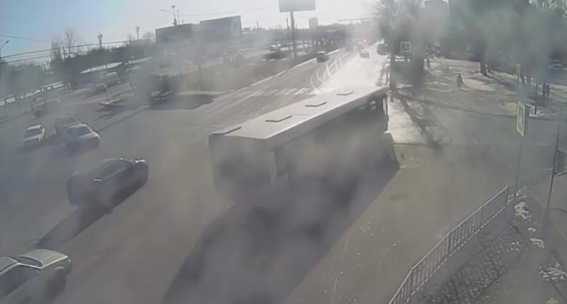 Автолюбительница спровоцировала аварию с пассажирским автобусом в Волгограде