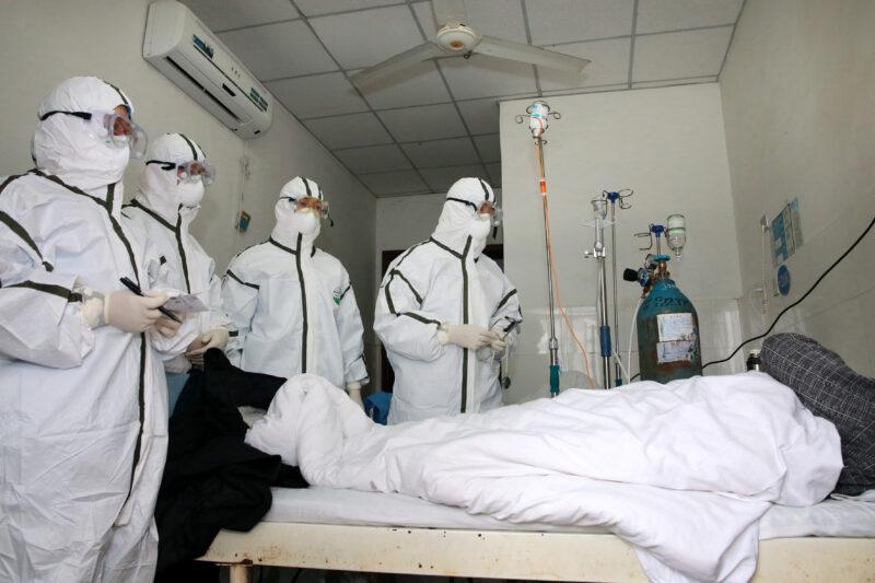Доктор Мясников: «Маски не помогут, но мы рекомендуем»