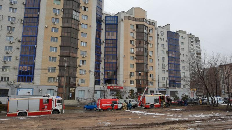 В Волгограде выясняют причины пожара в высотке на 8-й Воздушной Армии