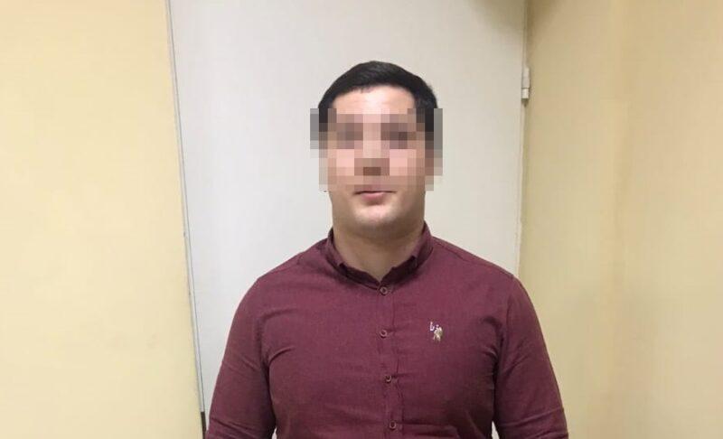 Сотрудник компании по «бесплатной профилактике окон» стрелял из «Калашкникова» из офиса на 10-м этаже