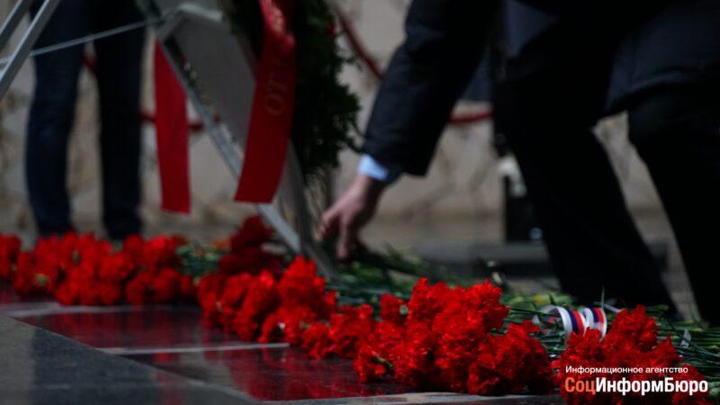Торжественные мероприятия 2 февраля начались с возложения цветов на «Мамаевом Кургане»