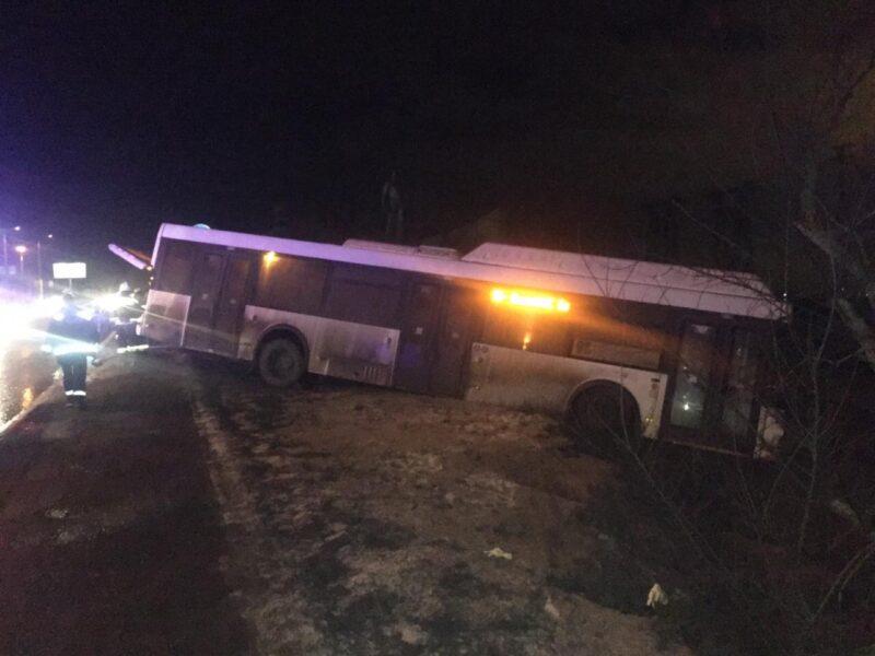 «Хотел избежать трагедии»: водитель погиб под колесами автобуса, пытаясь его остановить