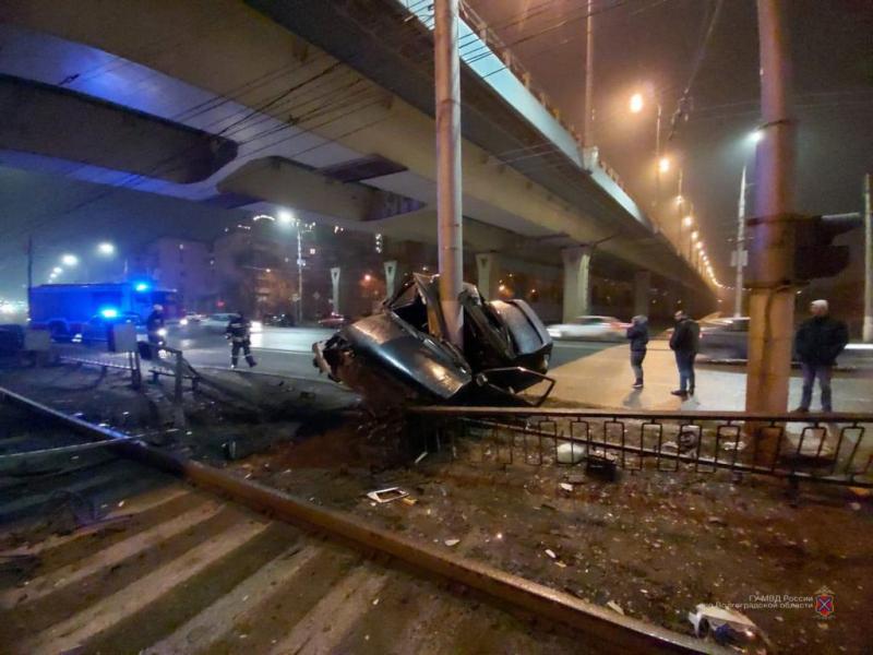 24-летний водитель выжил в жутком ДТП в центре Волгограда