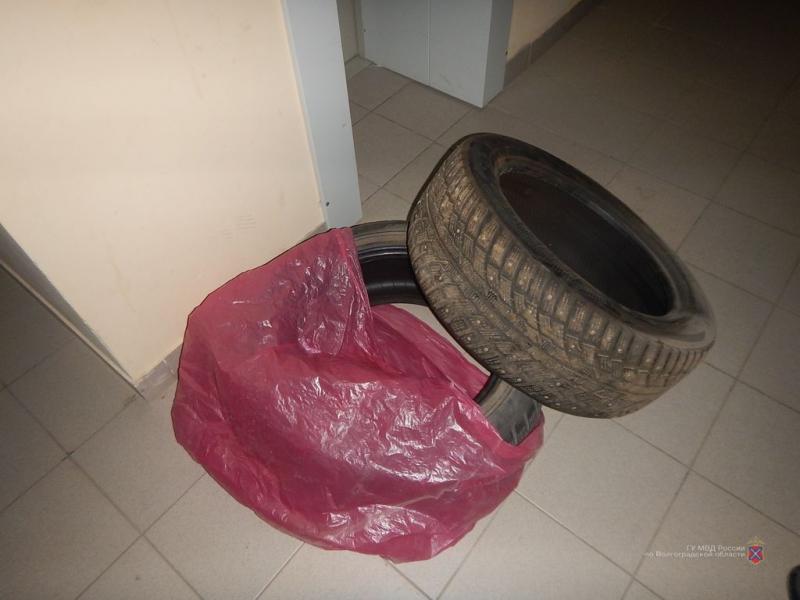 В Волгограде раскрыли пропажу автомобильных шин