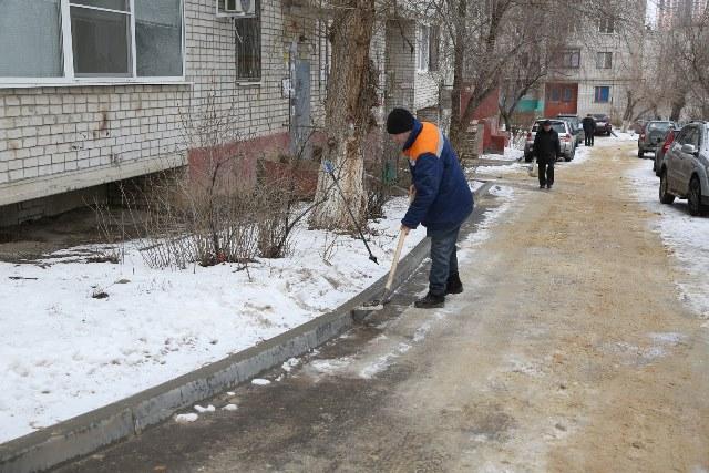 В Волгограде штрафуют УК за обледеневшие дворы