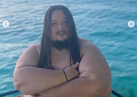 «Ай, шалунишка»: 200-килограммовый Лука Затравкин показал обнаженный торс