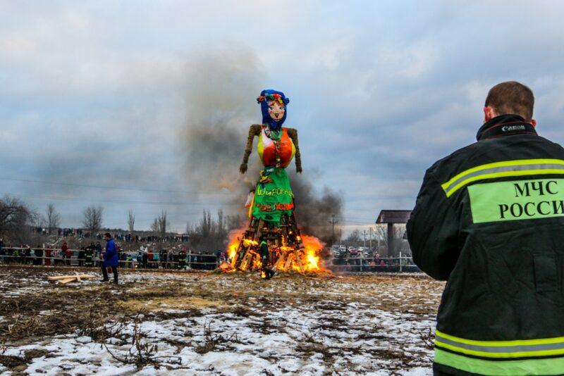 За масленичными гуляньями в Волгограде будет бдить МЧС