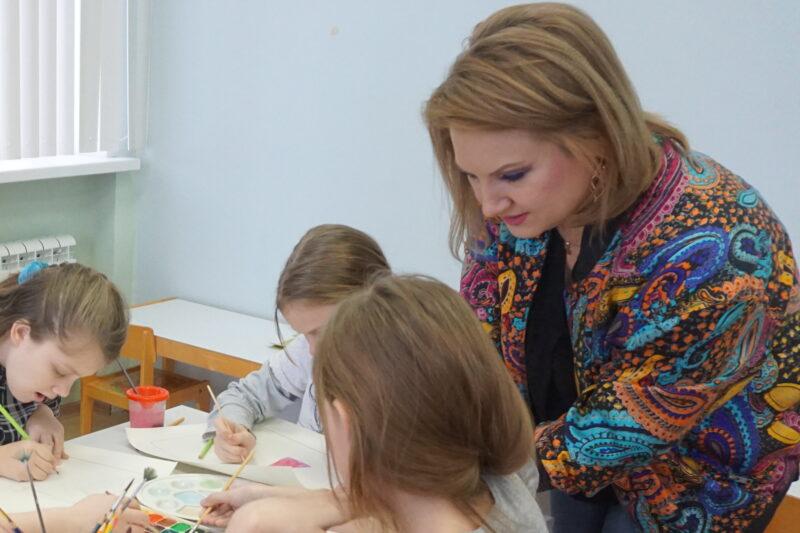 Врачи города Волжского рассказали, как лечат детей арт-терапией