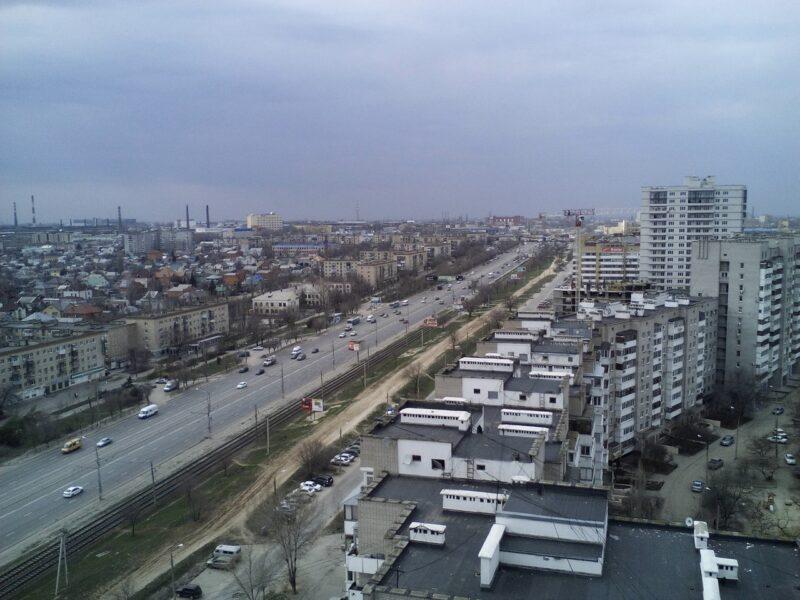 В Волгограде с бульвара на проспекте Жукова вывезли скамейки и фонари