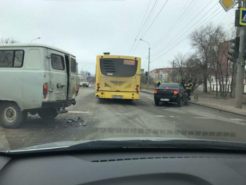 В Кировском районе ДТП парализовало движение в сторону центра