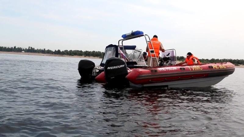 «На острове нет врача и вертолетной площадки»: Разбившегося на мотороллере на Сарпинском волгоградца транспортировали на пожарной машине до лодки МЧС
