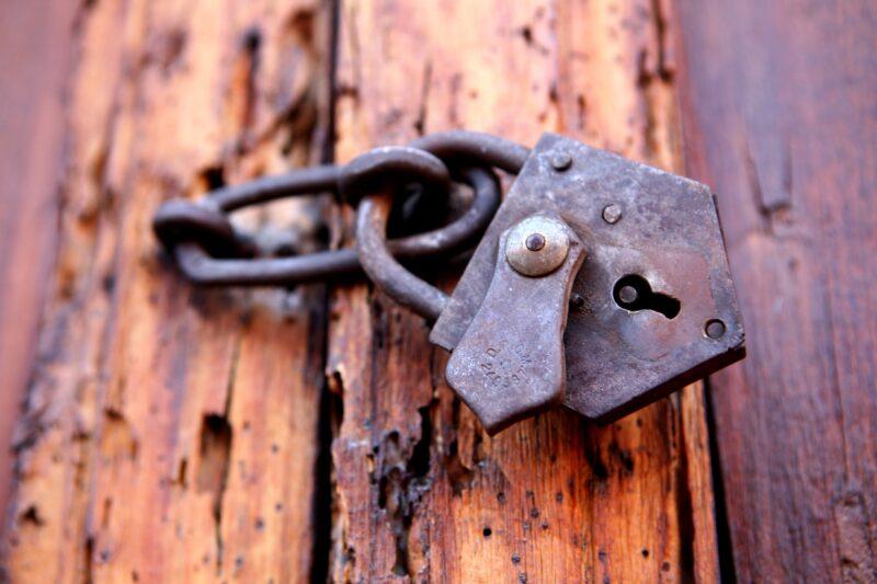Волгоградский Роспотребнадзор закрыл двери для граждан